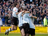Fotball<br /> England 2004/2005<br /> Foto: SBI/Digitalsport<br /> NORWAY ONLY<br /> <br /> Derby County v Preston North End <br /> Coca Cola Championship. 08/05/2005<br /> <br /> Derby's Paul Peschisolido (R) is mobbed by teammates after scoring his team's third goal in the 3-1 win, guaranteeing a play-off place.
