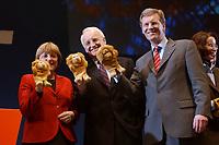 12 JAN 2003, BRAUNSCHWEIG/GERMANY:<br /> Angela Merkel (L), CDU Bundesvorsitzende, Edmund Stoiber (M), CSU, Ministerpraesident Bayern, und Christian Wulff (R), CDU Landesvorsitzender Niedersachsen, mit Handpuppen des Braunschweiger Loewen, Wahlkampfauftakt der CDU Niedersachsen zur Landtagswahl, Volkswagenhalle<br /> IMAGE: 20030112-01-069<br /> KEYWORDS: Spitzenkandidat, Ministerpräsident,