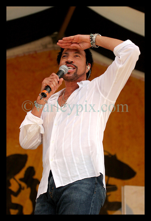 May 7th, 2006. New Orleans, Louisiana. Jazzfest . The New Orleans Jazz and Heritage festival. Legendary singer Lionel Richie closes the festival on the Acura Stage.