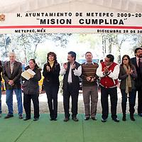 """METEPEC, México.- Jaime Efraín Hernández, presidente municipal de Metepec, en su última gira de su gobierno entrego la remodelación del parque """"Árbol de la Vida"""", asi como equipo para el cuerpo de bomberos y de protección civil. Agencia MVT / José Hernández. (DIGITAL)"""