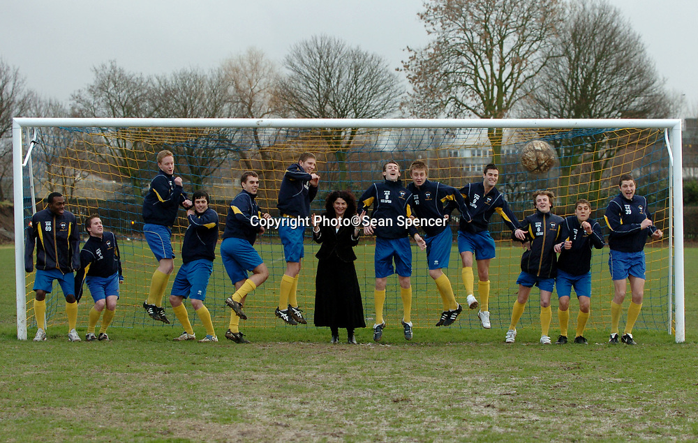 23 february 2007: Diana Johnson, MP for North Hull, with footballers from the University of Hull, pictured with their new football posts.<br /> Picture:Sean Spencer/Hull News & Pictures 01482 210267/07976 433960<br /> High resolution picture library at http://www.hullnews.co.uk<br /> ©Sean Spencer/Hull News & Pictures Ltd