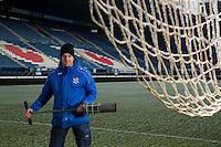 HEERENVEEN - groundsman, grasmeester HENK SCHREUDER in het Abe Lenstra Stadion van SC Heerenveen. COPYRIGHT KOEN SUYK