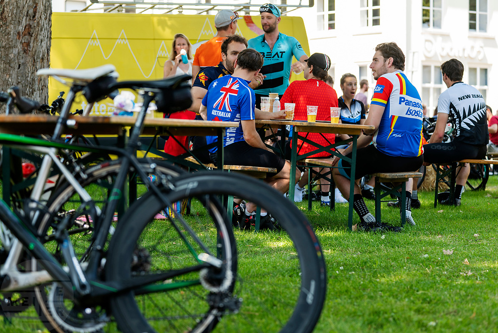 In Utrecht wordt de Ronde van Utrecht gehouden, een fietsevenement dat ieder jaar wordt gehouden sinds de start van de Tour de France in 2015.<br /> <br /> Cyclists ride with the Tour of Utrecht, part of the cycling festival the Tour of the Maliebaan.
