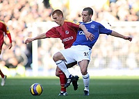 Photo: Paul Thomas.<br /> Everton v Reading. The Barclays Premiership. 14/01/2007.<br /> <br /> Steve Sidwell (L) of Reading and Leon Osman.