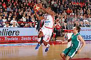 DESCRIZIONE : Varese Campionato Lega A 2011-12 Cimberio Varese Benetton Treviso<br /> GIOCATORE : Yakhouba Diawara<br /> CATEGORIA : Tiro Penetrazione Equilibrio<br /> SQUADRA : Cimberio Varese<br /> EVENTO : Campionato Lega A 2011-2012<br /> GARA : Cimberio Varese Benetton Treviso<br /> DATA : 03/01/2012<br /> SPORT : Pallacanestro<br /> AUTORE : Agenzia Ciamillo-Castoria/G.Cottini<br /> Galleria : Lega Basket A 2011-2012<br /> Fotonotizia : Varese Campionato Lega A 2011-12 Cimberio Varese Benetton Treviso<br /> Predefinita :