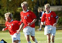 Lars Ramstad, G15. Per Egil Flo, G15. Peter Orry Larsen, Skavøypoll, G15.<br /> <br /> Fotball G15: Norge - Frankrike 0-4. Privatlandskamp. Moelv, 28. september 2004. (Foto: Peter Tubaas/Digitalsport).