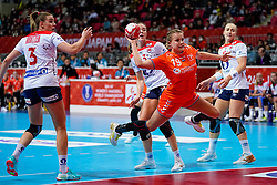 06-12-2019 JAP: Norway - Netherlands, Kumamoto<br /> Last match groep A at 24th IHF Women's Handball World Championship. / The Dutch handball players won in an exciting game of fear gegner Norway and wrote in the last group match at the World Handball  World Championship history (30-28). / Merel Freriks #19 of Netherlands