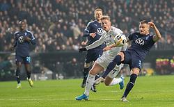 Eric Larsson (Malmö FF) og Viktor Fischer (FC København) under kampen i UEFA Europa League mellem FC København og Malmö FF den 12. december 2019 i Telia Parken (Foto: Claus Birch ).