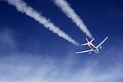 Boeing 767  contrail
