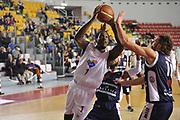 DESCRIZIONE : Roma LNP A2 2015-16 Acea Virtus Roma Angelico Biella<br /> GIOCATORE : Jamal Olasewere<br /> CATEGORIA : penetrazione tiro<br /> SQUADRA : Acea Virtus Roma<br /> EVENTO : Campionato LNP A2 2015-2016<br /> GARA : Acea Virtus Roma Angelico Biella<br /> DATA : 15/11/2015<br /> SPORT : Pallacanestro <br /> AUTORE : Agenzia Ciamillo-Castoria/G.Masi<br /> Galleria : LNP A2 2015-2016<br /> Fotonotizia : Roma LNP A2 2015-16 Acea Virtus Roma Angelico Biella