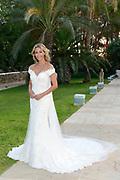 Wendy van Dijk en Erland Galjaard zijn getrouwd op Ibiza in het Agroturismo Atzaró . Agroturismo Atzaró bevindt zich in een sinaasappelboomgaard op het platteland van Ibiza. Dit mooie, landelijke hotel beschikt over een klein buitenzwembad en een kleine spa. <br /> <br /> Op de foto: <br />  Wendy van Dijk in Trouwjurk is een ontwerp van  Jan Taminiau