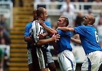 Fotball<br /> England 2004/2005<br /> Foto:  Fotosports/Digitalsport<br /> NORWAY ONLY<br /> <br /> Alan Shearer is grabbed by the throat by Fernando Ricksen Rangers<br /> Newcastle United v Glasgow Rangers