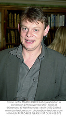 Comic actor MARTIN CLUNES at an exhibition in London on 27th November 2001.OUO 35