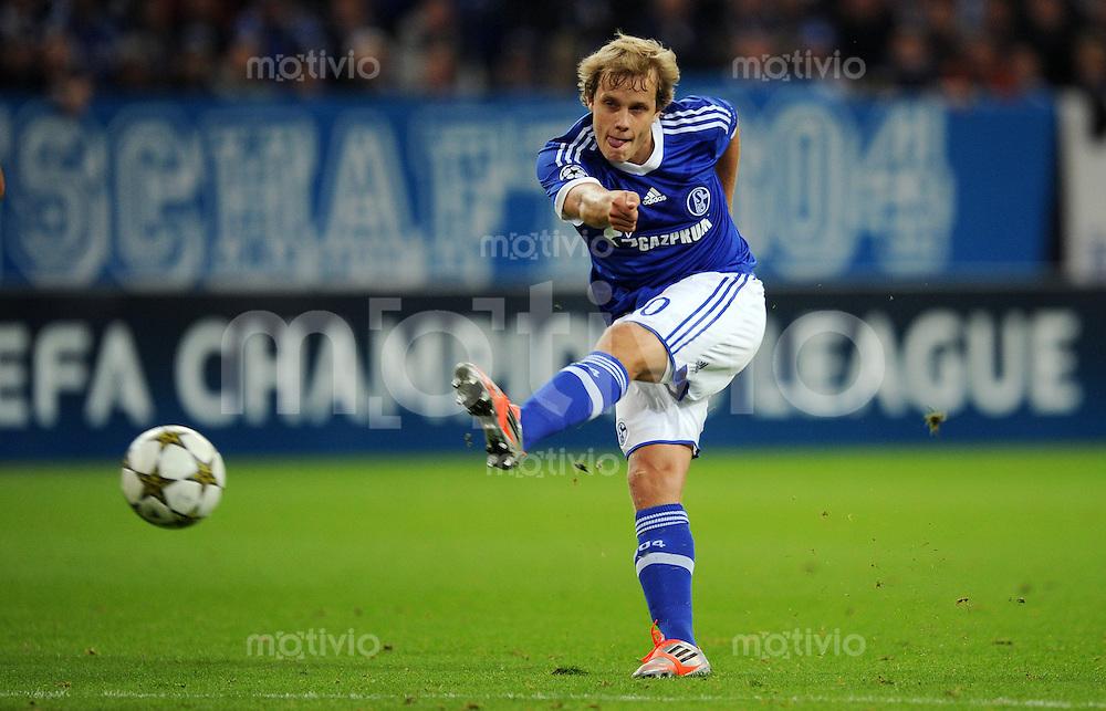 FUSSBALL   CHAMPIONS LEAGUE   SAISON 2012/2013   GRUPPENPHASE   FC Schalke 04 - Montpellier HSC                                   03.10.2012 Teemu Pukki (FC Schalke 04) Einzelaktion am Ball