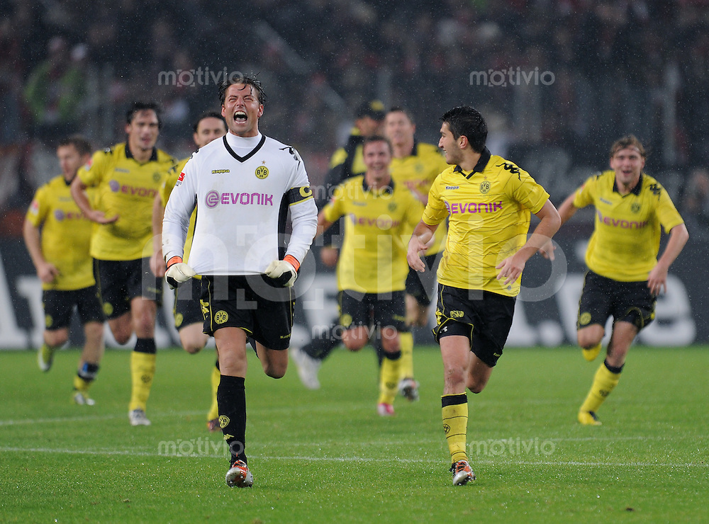 FUSSBALL   1. BUNDESLIGA   SAISON 2010/2011  8. SPIELTAG    15.10.2010 1. FC Koeln - Borussia Dortmund       SCHLUSSJUBEL Dortmund;  Torwart Roman Weidenfeller (li) und  Nuri Sahin