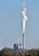 Nederland, Nijmegen, 7-4-2013Rokende schoorsteen van de elektriciteitscentrale van Electrabel, onderdeel van GDF SUEZ Energie Nederland.Foto: Flip Franssen/Hollandse Hoogte