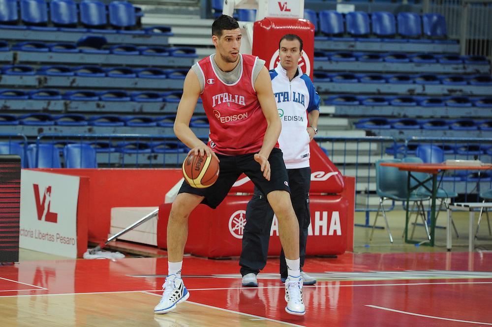 DESCRIZIONE : Pesaro allenamento All star game 2012 <br /> GIOCATORE : Simone Pianigiani Gino Cuccarolo<br /> CATEGORIA : curiosita ritratto palleggio<br /> SQUADRA : Italia<br /> EVENTO : All star game 2012<br /> GARA : allenamento Italia<br /> DATA : 09/03/2012<br /> SPORT : Pallacanestro <br /> AUTORE : Agenzia Ciamillo-Castoria/GiulioCiamillo<br /> Galleria : Campionato di basket 2011-2012<br /> Fotonotizia : Pesaro Campionato di Basket 2011-12 allenamento All star game 2012<br /> Predefinita :