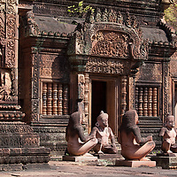 Back again in Banteay Srei in 2012 i realized that the monkeys shown on the photo were not sitting on that place in 2005. So they were probably restored the first time i was in Banteay Srei.