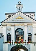 Wilno, 08.07.2014. Kaplica Ostrobramska wraz z cudownym Obrazem Matki Boskiej Ostrobramskiej.