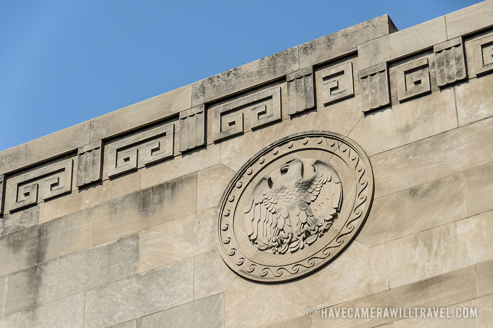 An eagle emblem on a bridge overpass over Independence Avenue running parallel to the National Mall in Washingotn DC.