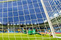 Fotball , 24 September , Eliteserien , Molde - Sandefjord , Andreas Linde redder et skudd<br /> <br />  , Foto: Marius Simensen, Digitalsport