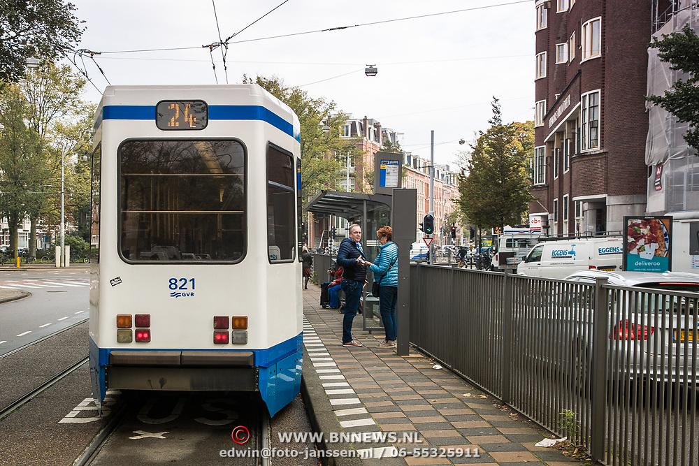 NLD/Amsterdam/20170928 - Tram vertrekt van halte Roelof Hartplein in Amsterdam,