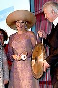 Koningin Maxima komt aan bij het Nationaal Eenzaamheid Congres in de Grolsch Veste in Enschede tijdens de Week tegen de Eenzaamheid. <br /> <br /> Queen Maxima arrives at the National Loneliness Congress in the Grolsch Veste in Enschede during the Week against Loneliness.