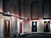 Wnętrze Białej Synagogi w Sejnach, wystawa malarstwa, Polska<br /> Sejny Synagogue, known as the White synagogue, Poland