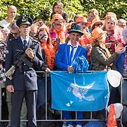 NLD/Den Haag/20170919 - Prinsjesdag 2017, Johan Vlemmix met vredesvlag