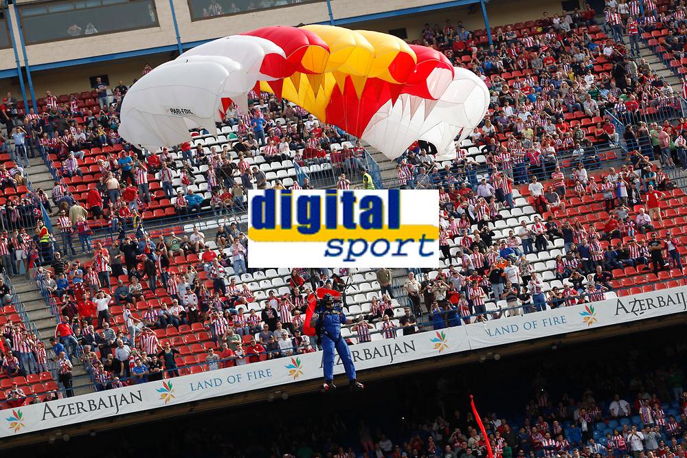 Spanish Army skydivers jump during 2013-14 La Liga Atletico de Madrid V Espanyol match at Vicente Calderon stadium in Madrid, Spain. October 19, 2014. (ALTERPHOTOS/Victor Blanco)