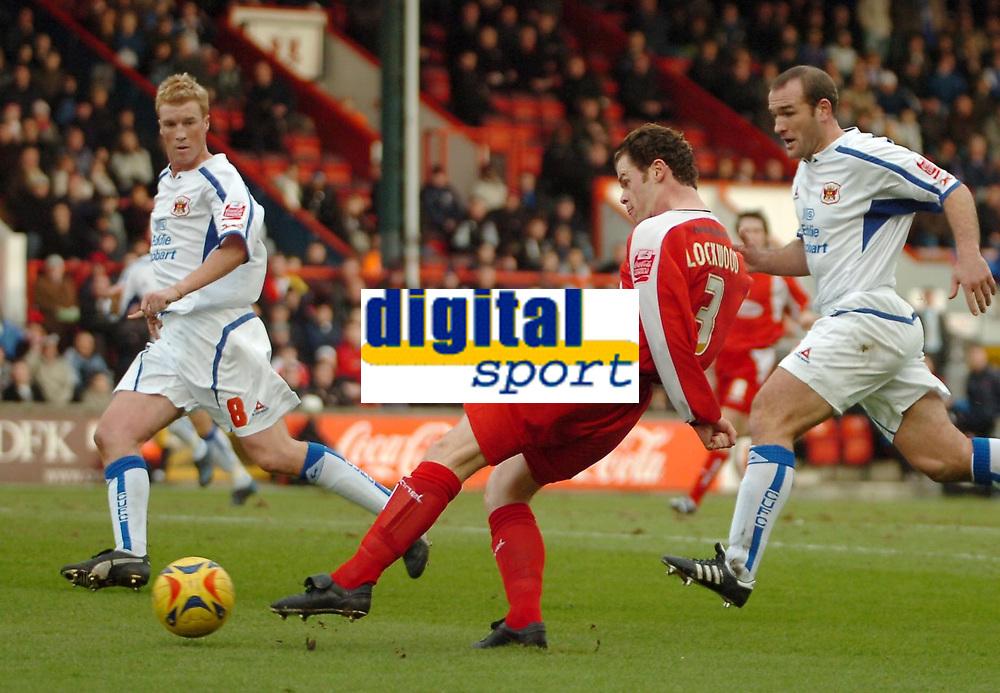 Photo: Ed Godden.<br />Leyton Orient v Carlisle United. Coca Cola League 2. 11/02/2006. <br />Matthew Lockwood, shoots for Orient.