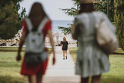 THEMENBILD - Touristinnen auf dem Weg zum Badestrand, aufgenommen am XX. Juli 2020 in Novigrad, Kroatien // Tourists on the way to the beach in Novigrad, Croatia on 2020/07/XX. EXPA Pictures © 2020, PhotoCredit: EXPA/ JFK