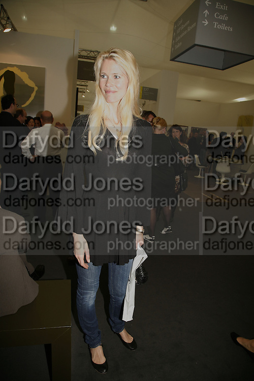Claudia Schiffer, The Professional View and Private View of Frieze Art Fair. London. 11 october 2006. -DO NOT ARCHIVE-© Copyright Photograph by Dafydd Jones 66 Stockwell Park Rd. London SW9 0DA Tel 020 7733 0108 www.dafjones.com