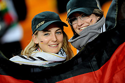 23.06.2010, Soccer City Stadium, Johannesburg, RSA, FIFA WM 2010, Ghana (GHA) vs Germany (GER), im Bild Deutsche Fans, German supporters, German tifosi, Features. EXPA Pictures © 2010, PhotoCredit: EXPA/ InsideFoto/ Giorgio Perottino +++ for AUT and SLO only +++ / SPORTIDA PHOTO AGENCY