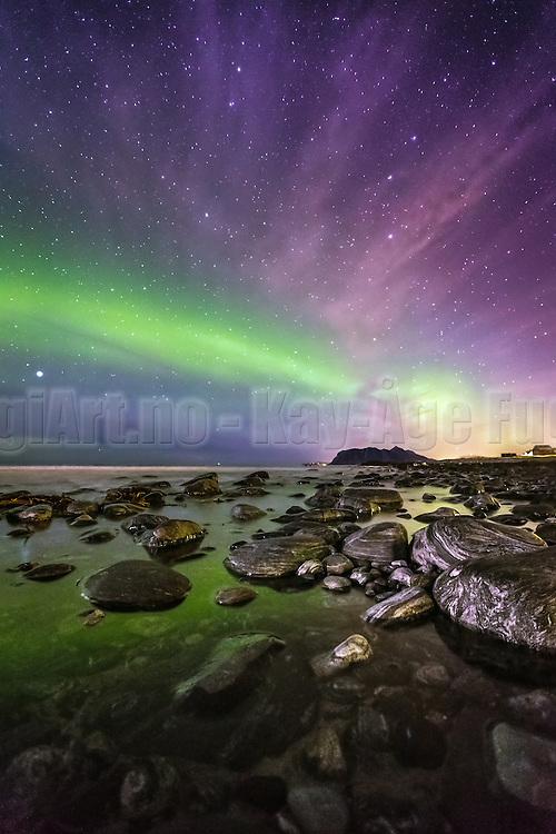Northern Light and stars at Flø, Norway | Nordlys på stjernehimmel, Flø, Norge.