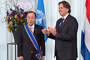 Secretaris-generaal Ban Ki-moon van de Verenigde Naties is dinsdag benoemd tot Ridder Grootkruis in de Orde van de Nederlandse Leeuw. Hij kreeg de hoge koninklijke onderscheiding voor al zijn verdiensten in het Catshuis, Den Haag<br /> <br /> Secretary-General Ban Ki-moon of the United Nations on Tuesday made a Knight Grand Cross of the Order of the Dutch Lion. He received the royal honor for all his merits int the Catshuis, Den Haag<br /> <br /> Op de foto / On the photo:  Minister Bert Koenders van Buitenlandse Zaken reikt de secretaris-generaal van de Verenigde Naties Ban Ki-moon de Ridder Grootkruis in de orde van de Nederlandse leeuw uit <br /> <br /> Minister Bert Koenders of Foreign Affairs presented the Secretary-General of the United Nations Ban Ki-moon Knight Grand Cross of the Order of the Dutch Lion