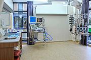 Nederland, Nijmegen, 14-2-2020  Een intensive care unit in het Radboudumc, radboud umc . In dit ziekenhuis zijn veel ic bedden op aparte kamers ondergebracht . Foto: Flip Franssen