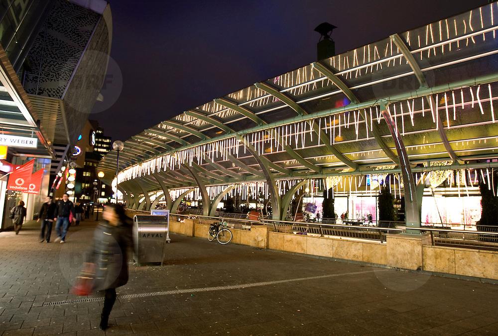 Nederland Rotterdam 10 december 2007 .Kerstverlichting Koopgoot Coolsingel in centrum van Rotterdam .Foto David Rozing