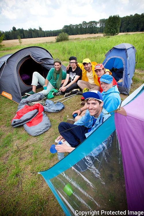 360225-Zomerreeks rond kamperen-Die-Hardkampeerders op de paalcamping in Arendonk