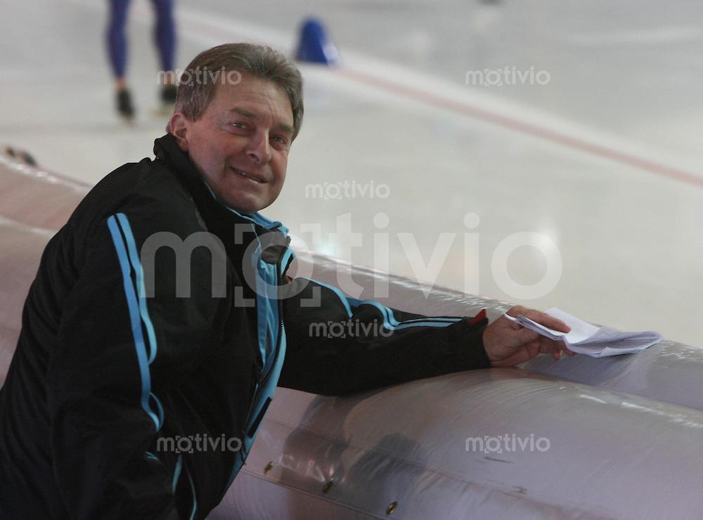 Erfurt , 170207 , Eisschnelllauf Weltcup , 10000m Maenner  Trainer Stephan GNEUPEL (GER)