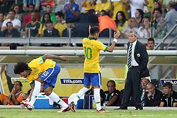 Neymar deixa o gramado para ser substituído por Dante na partida entre Brasil e Uruguai válida pela Copa das Confederações, no Estádio Mineirão, em Belo Horizonte-MG. FOTO: Jefferson Bernardes/Preview.com