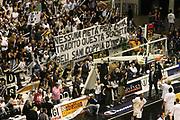 DESCRIZIONE : Bologna Lega A1 2005-06 Vidi Vici Virtus Bologna Climamio Fortitudo Bologna<br /> GIOCATORE : Tifosi Forever Boys<br /> SQUADRA : Vidi Vici Virtus Bologna<br /> EVENTO : Campionato Lega A1 2005-2006 <br /> GARA : Vidi Vici Virtus Bologna Climamio Fortitudo Bologna<br /> DATA : 15/04/2006 <br /> CATEGORIA : Tifosi<br /> SPORT : Pallacanestro <br /> AUTORE : Agenzia Ciamillo-Castoria/G.Ciamillo