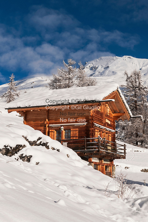 Suisse, canton du Valais, vallée d'Evolène, chalet Village de Lasage // Switzerland, canton of Valais, Evolene valley, village of Lasage
