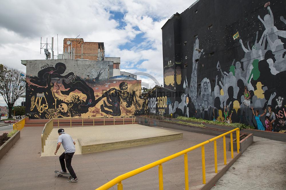 Bogota, Cundinamarca, Colombia - 23.09.2016        <br /> <br /> Street art and sprayed slogans in the Colombian capital Bogota. In numerous graffiti current political conflicts are taken up. On 2nd October a peace referendum takes place about the end of the 52 years ongoing civil war between the marxist FARC-EP guerrilla and the government.<br /> <br /> Streetart und gespruehte Parolen in der kolumbianischen Hauptstadt Bogota. In zahlreichen Graffitis werden aktuelle politische Konflikte des Bürgerkriegslandes aufgegriffen. Am 02. Oktober findet eine Volksabstimmung über das Ende des seit 52 Jahren dauernden Bürgerkrieges zwischen der marxistischen FARC-EP Guerilla und der Regierung statt.<br /> <br /> Photo: Bjoern Kietzmann
