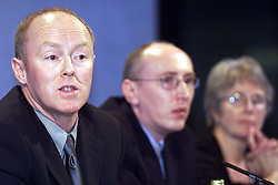 Gerard Calaghan for the Human BSE Foundation, during the BSE Inquiry, family press conference, August 26, 2000. Photo by Andrew Parsons/i-Images..