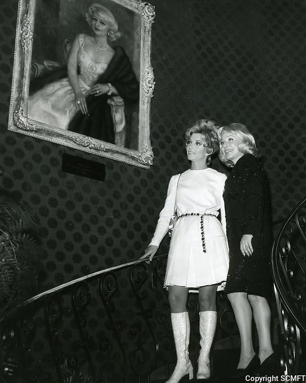 1966 Edna Earle (right) shows actress Ruta Lee her portrait at the Fog Cutter Restaurant on La Brea Ave.