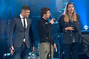 3FM Awards in TivoliVredenburg. De 3FM Awards zijn de radioprijzen van Nederland voor Nederlandse bands en artiesten.<br /> <br /> Op de foto:  Frank van der Lende met Coen Swijnenberg en Sander Lantinga