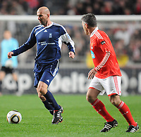 20100125: LISBON, PORTUGAL - 7th Charity Football Match against Poverty: SL Benfica All Stars vs Zidane & Kaka Friends. All the money rose from ticket sales and donations will go to the victims of Haiti Earthquake. In picture: Zidane and Antonio Veloso. PHOTO: Alexandre Pona/CITYFILES