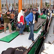NLD/Huizen/20070901 - Skutjes vertrekken uit de Huizer haven voor het Skutjesilen 2007 op het Gooimeer
