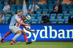 Christian Jakobsen (SønderjyskE) og Jores Okore (AaB) under finalen i Sydbank Pokalen mellem AaB og SønderjyskE den 1. juli 2020 i Blue Water Arena, Esbjerg (Foto Claus Birch).